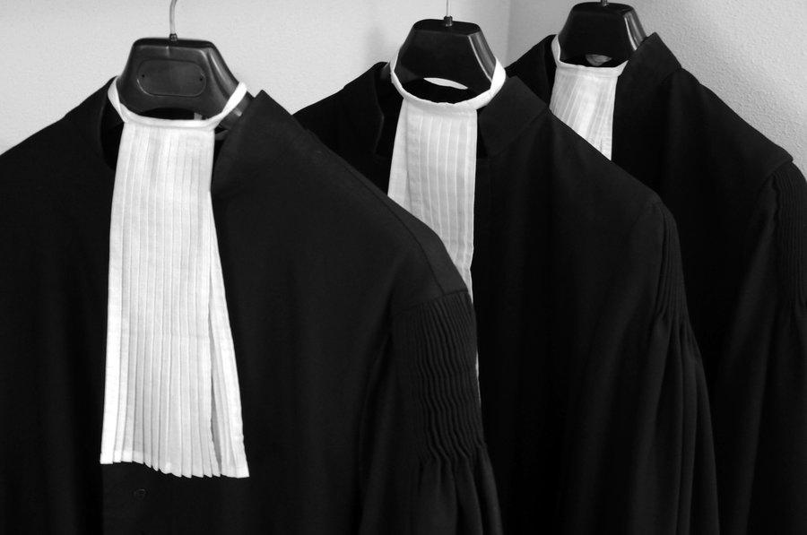 Afbeeldingsresultaat voor advocaat inschakelen